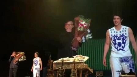 王力宏上海演唱会举行第二场 成龙惊喜现身并搞笑打招呼