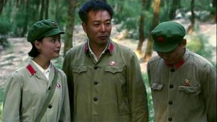 我的燃情岁月:女兵演练如何救伤员,结果当中整男兵,闹个笑话!
