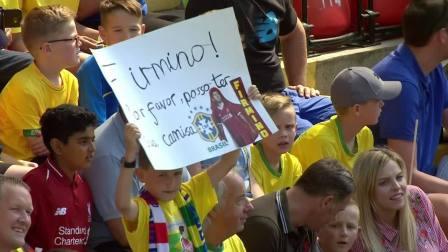 巴西球迷果然狂热 球员介绍就能引发阵阵惊呼