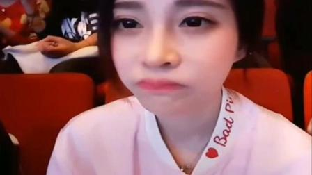 当冯提莫看到了邓紫棋本人, 她的表情萌翻了! 超可爱