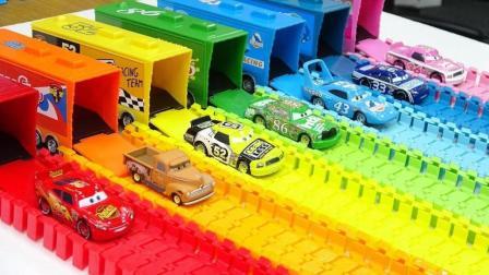 彩色大卡车带来闪电麦昆车王赛车玩具