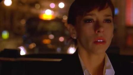 女孩深夜坐出租车, 男友说他认识司机, 可很快他就后悔了!