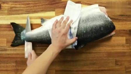 这小伙可真会吃! 制作的三文鱼寿司真馋人! 后面一种根本没吃过!