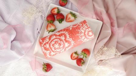 少女气息的粉红色草莓蛋糕卷