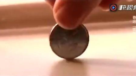听说中国高铁上立硬币五分钟不倒, 洋美女不信, 结果被打脸!