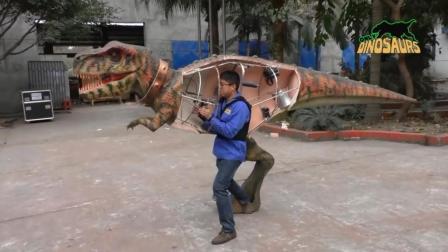 由人操控的机械恐龙, 看起来像活的一样!