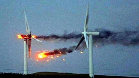 实拍风力发电机事故瞬间, 转着转着就解体, 画面吓得人不敢靠近!