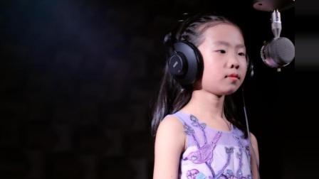 别人家孩子演唱《风吹麦浪》七岁女孩要逆天!