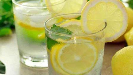 常喝柠檬水好处多, 但很多人都泡错了, 难怪喝了也没有营养