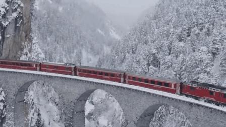 火车时速只有30公里, 乘客却还嫌快, 车厢里很少有人说话, 为什么?