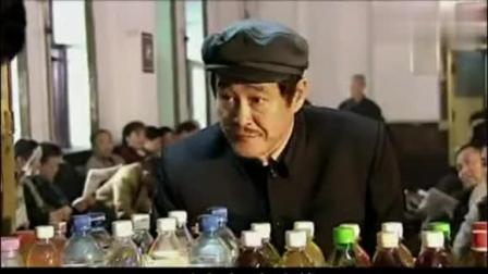 马大帅吃面包噎着了 在超市卖了一块五的矿泉水