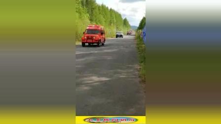 这是演习还是森林火情? 第一次见, 看不到尾的武警消防车队