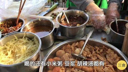 山东大妈炖1盆卤菜卖早餐, 4张薄饼一起卷, 加肉卖5元! 忙不过来