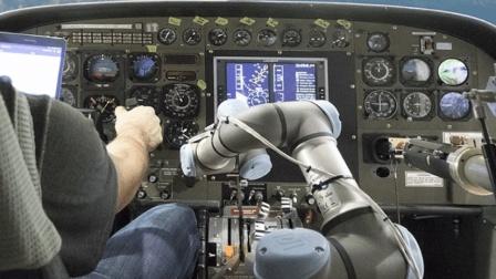 机械臂开的飞机, 你敢坐吗? 网友: 我还想多活几年!