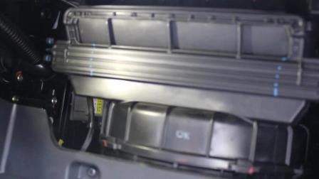 汽车空调有异味 自己动手更换空调滤芯 3分钟彻底解决