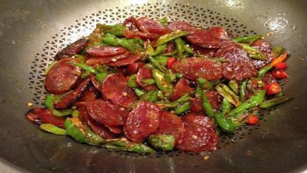 3分钟快手下饭菜: 青椒炒腊肠