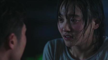 男孩为了救跳河女友, 不会游泳还跳下去, 真乃勇气可嘉!