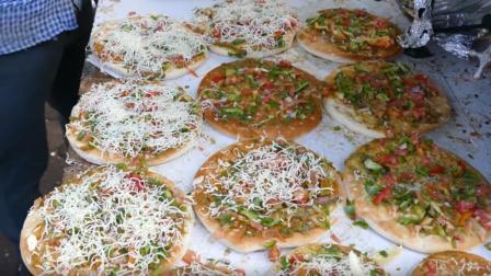 印度街头制作小披萨, 面饼都是熟的, 就是老板这台面卫生比较讲究