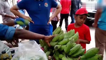 印度街边小吃香蕉沙拉, 做法有点粗狂, 确定吃了不会拉肚子?