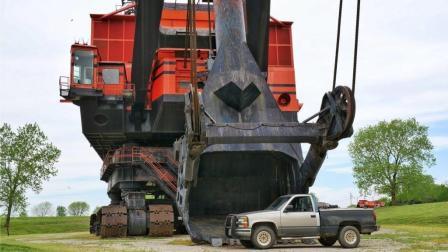 世界上最大的电动挖掘机, 一挖斗就能挖一座山, 这效率没得说!