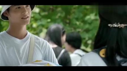 《微微一笑很倾城》美人师兄毕业了把四年的被子送给郑爽, 杨洋吃醋了直接拒绝