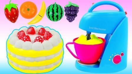 神奇的微波炉变身草莓水果蛋糕, 比起冰淇淋蛋糕你更喜欢哪个?