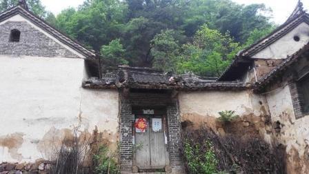 甘肃有处5000人村落, 村民将岳飞视为仇人, 世代守护一座神秘陵墓