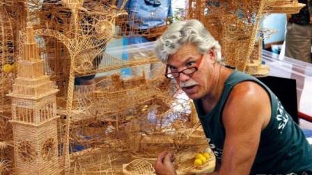 厉害了! 这个巨型雕塑, 9英尺高, 是他用100000根牙签做成的!