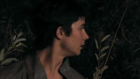 大伙们进森林夜晚不出还想残害生灵, 结果竟被攻击到失去心智