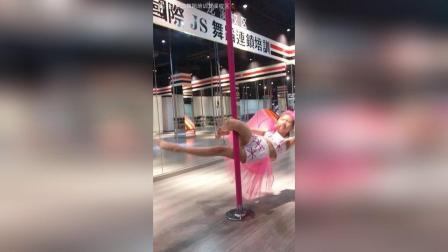 八岁的妞妞, 钢管66的#舞蹈#