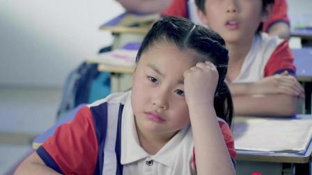 小萝莉上课头疼想请假,老师不允许,原因让人哭笑不得!