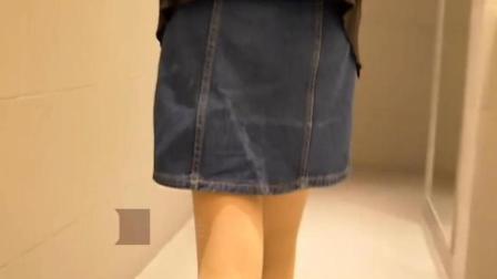 姑娘商场上厕所, 猥琐男闯入女厕把手伸了进来
