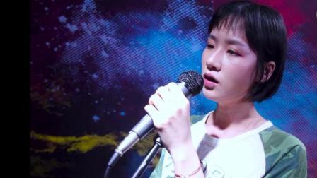 烟嗓美女翻唱汪峰《当我想你的时候》听哭了!