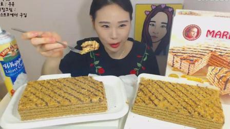 韩国大胃王卡妹, 吃伦卡蜜蛋糕, 配上奶油吃, 超美味