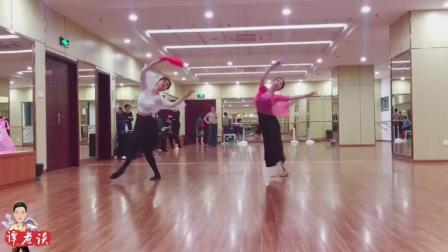 古典舞《风月》完整版, 舞者的红色衣服很抢眼