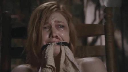 美女被捆绑在丛林黑屋, 深夜屋内惊现恐怖鳄鱼人
