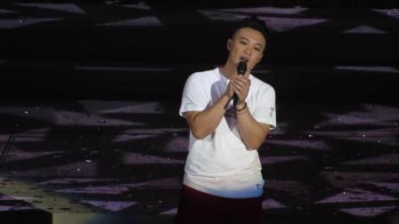 陈奕迅演唱会, 一首粤语歌曲《天下无双》音乐一起, 观众掌声不断
