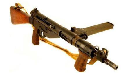 史上最坑人的枪  使用的人必须站在队伍的最前面!
