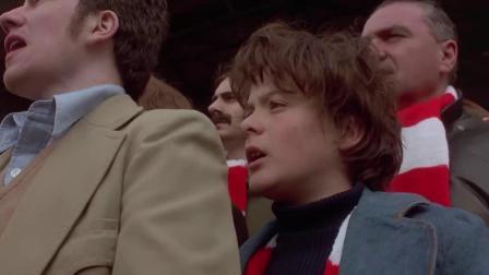 《极度狂热》  现场支持阿森纳 场面失控疯狂踩踏