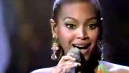 Beyonce在奥斯卡上演唱法国歌曲