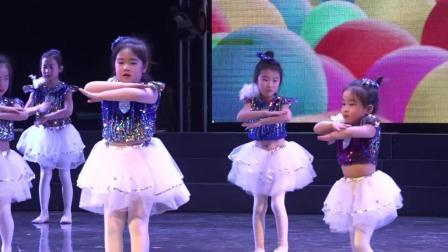 可爱的幼儿舞蹈《我爱妈妈》