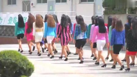 80年代日本高中生的魔性舞蹈火爆网络, 忍不住抖腿!