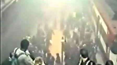 伦敦地铁爆炸实况录象