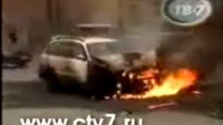 国外记者亲身体验车祸第一现场