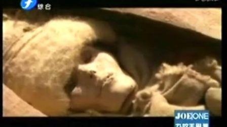 罗布泊惊现三千年女干尸 面露微笑似酣睡