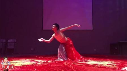 孙科老师的舞蹈, 仅仅通过身体在原地起舞, 这需要多年的积淀才能有如此舞感