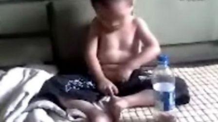 超级可爱的小男孩