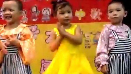 YOYO表演的舞蹈《我的好妈妈》视频