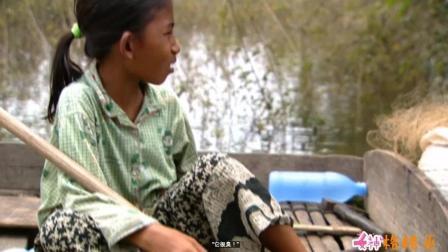 实拍柬埔寨洞里湖渔民捕蛇吃蛇, 小姑娘8岁就要跟父亲捕蛇