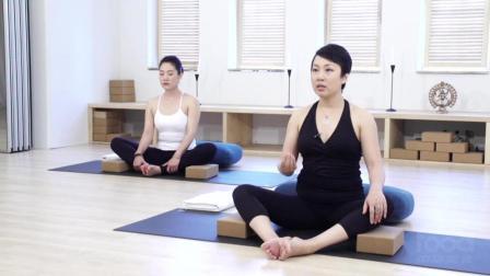 女生经期可以练瑜伽吗? 这些动作经期期间也能做, 还能帮你调理身体!